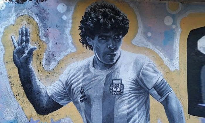 Maradona, un ricordo indelebile tra poesia, esaltazioni e critiche