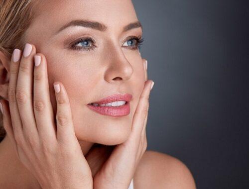 Cura del viso: i vantaggi di mantenere una pelle bella e sana per la coppia