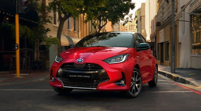 """Toyota Yaris Hybrid vince il premio """"Auto dell'Anno"""" 2021 a Ginevra"""