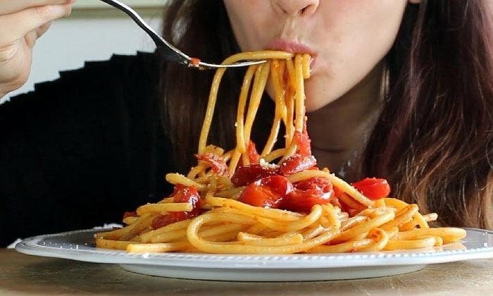 Pasta di sera: combatte insonnia e stress (e non ingrassa): ecco i consigli dell'esperto nella giornata mondiale del sonno