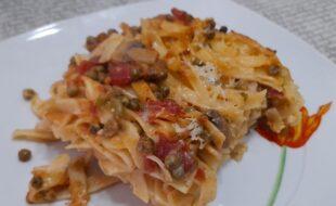 Fettuccine al forno con piselli e funghi